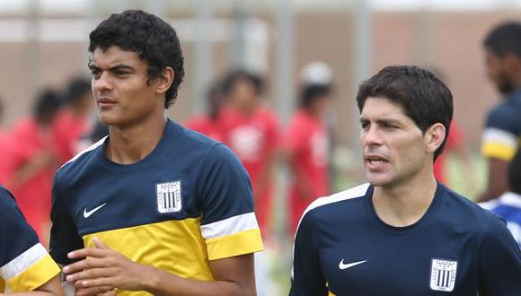 Emiliano Ciucci y Carlos Beltrán casi se trenzan a golpes. (Fernando Sangama/Depor)