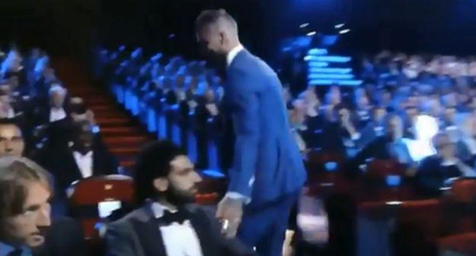 Así fue el encuentro entre Sergio Ramos y Salah en plena gala en Móncao. (Captura: YouTube)