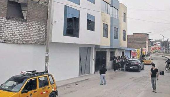 Maleantes dispararon siete veces contra la fachada de la candidata a regidora de Elsa Cabrera. (Perú21)