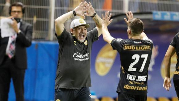 La celebración de Diego Maradona por la primera victoria en Dorados. (@Dorados)