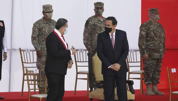Manuel Merino graficó de una manera peculiar la relación entre ambos poderes del Estado. (Foto: Britanie Arroyo. / @photo.gec)