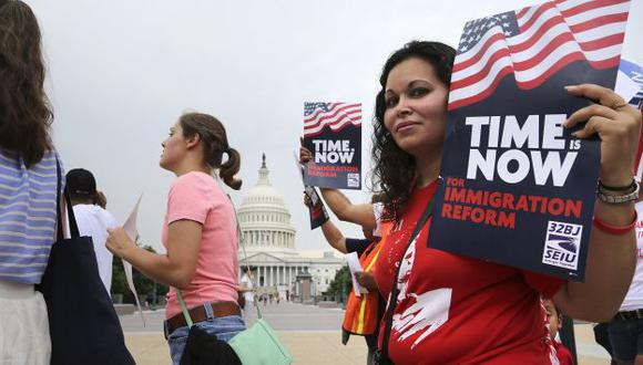 La legalización aumentará la contribución tributaria de los inmigrantes. (Reuters)