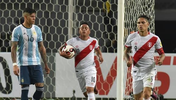 Argentina recibe a Perú el próximo 5 de octubre por la fecha 17 de las Eliminatorias. (AFP)