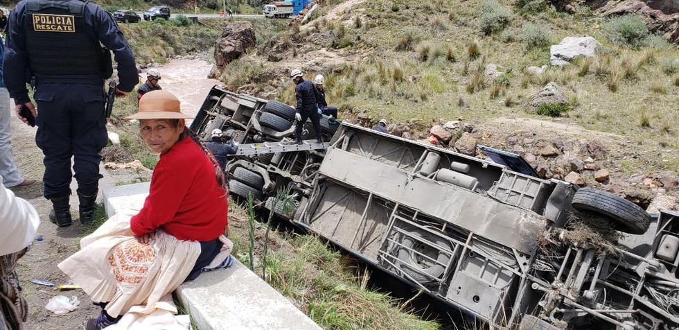 Ocho muertos deja despiste de bus hacia barranco en Carretera Central (Joseph Angeles)