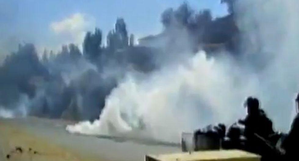 Se lanzó bombas lacrimógenas para dispersar a los manifestantes.