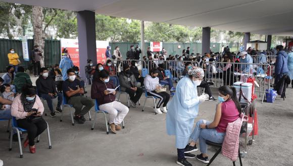 En el Campo de Marte se ha instalado uno de los vacunatorios más concurridos de la capital. (Foto archivo GEC)