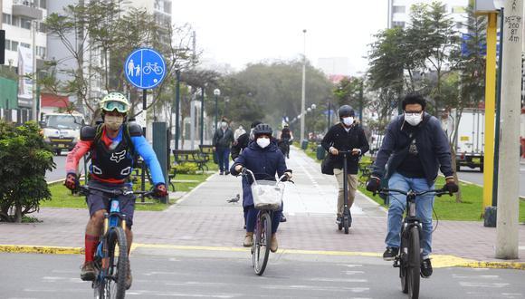 El dominical informó que sujetos inescrupulosos solo necesitan de una cizalla para apoderarse de las bicicletas que sus dueños dejan estacionadas en diversos puntos de la capital. (Foto: GEC)