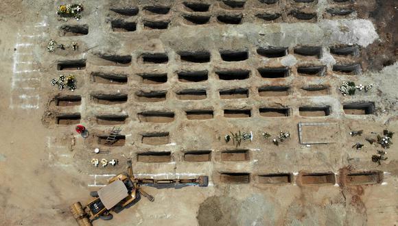 Los trabajadores cavan 300 tumbas en el Palmar Phanteon para las víctimas de COVID-19 en Acapulco, estado de Guerrero, México. El país azteca tiene el segundo mayor número de muertes de COVID-19 en América Latina después de Brasil . (Foto: AFP/FRANCISCO ROBLES)
