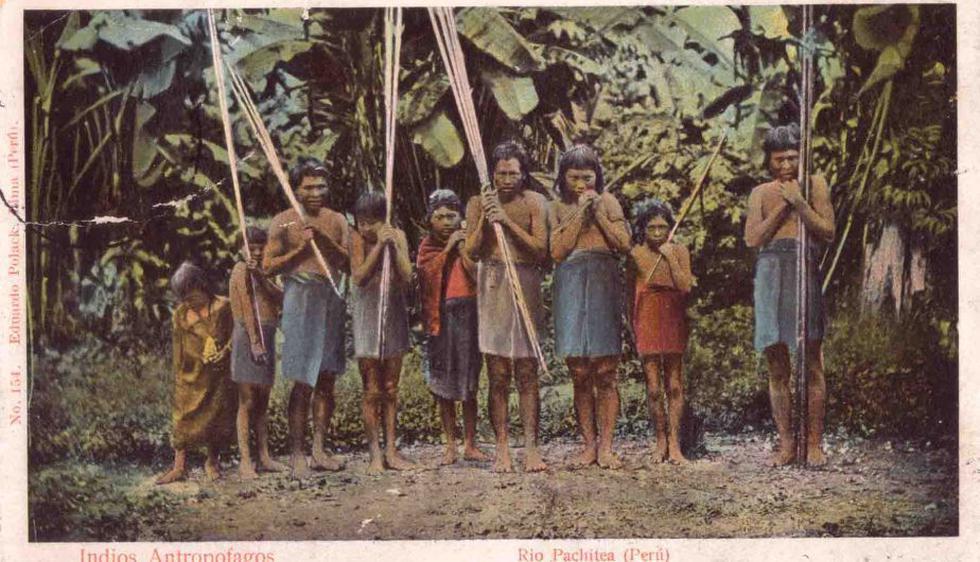 'Indios antropofagos.', postal editada por Eduardo Polack Schneider. (En el país del amazonas).