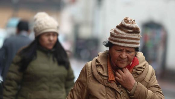 Los limeños ya usan ropa más abrigadora ante la llegada del invierno. (GEC)