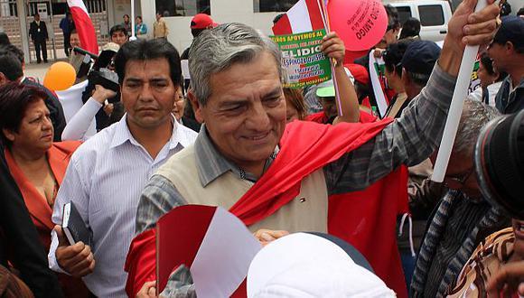 Espinoza dijo que presentó una solicitud a la Policía en la que solicita la homologación de los ascensos. (USI)