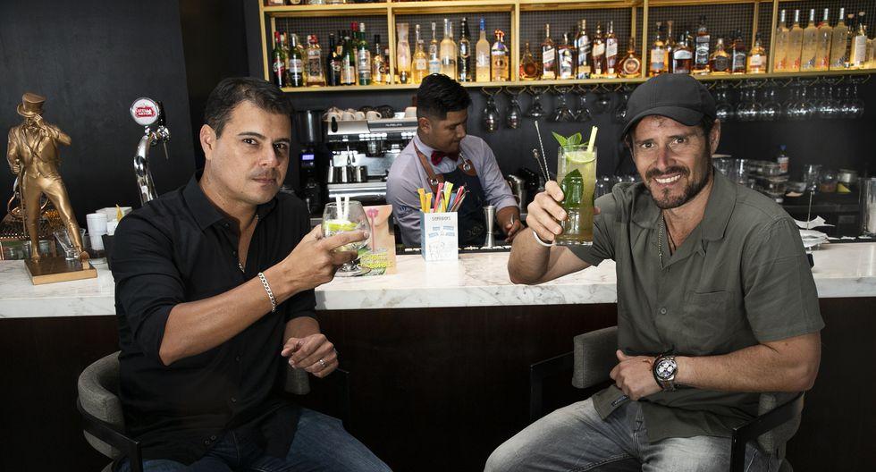 El actor Michael Finseth y su socio Claudio Galarreta se juntaron para emprender un negocio que comercializa sorbetes comestibles. (Eduardo Cavero/GEC)