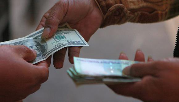 Tome deudas en la misma moneda de su sueldo. (USI)