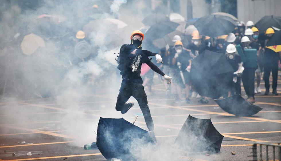 Violentos enfrentamientos en Hong Kong en marcha no autorizada. (Foto: AFP)