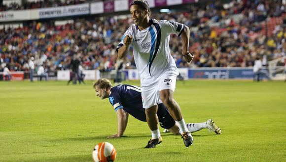 América se impuso 5-4 por penales, tras los aportes de Ronaldinho. (EFE)