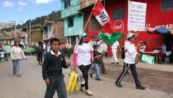Inocentes escolares son incluidos peligrosamente en los actos de protestas. (Difusión)
