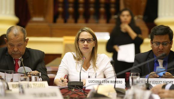 """""""Creo que sí hay muchos temas que el Ejecutivo deben explicar a la población sobre la orden de videovigilancia que pesaba contra el señor Hinostroza"""", señaló León. (Foto: Congreso)"""