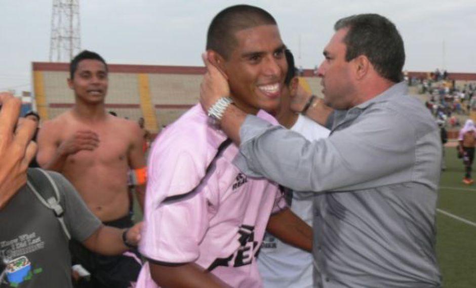 Mario 'Ropero' Flores celebra la clasificación de sus pupilos. (Harry Gordillo)