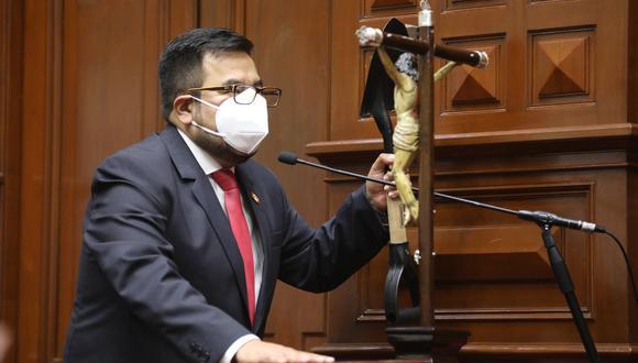 El congresista Carlos Zeballos consideró que algunos ministros deberían presentar su renuncia al cargo. (Foto: GEC)