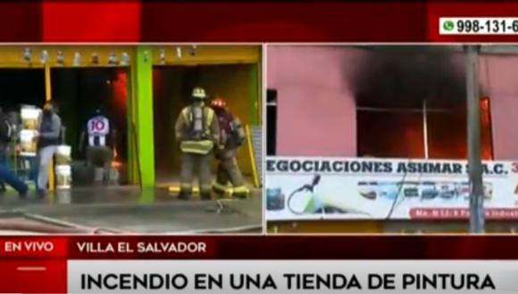 Bomberos se encuentran en la zona intentando sofocar las llamas. Foto: captura América Noticias