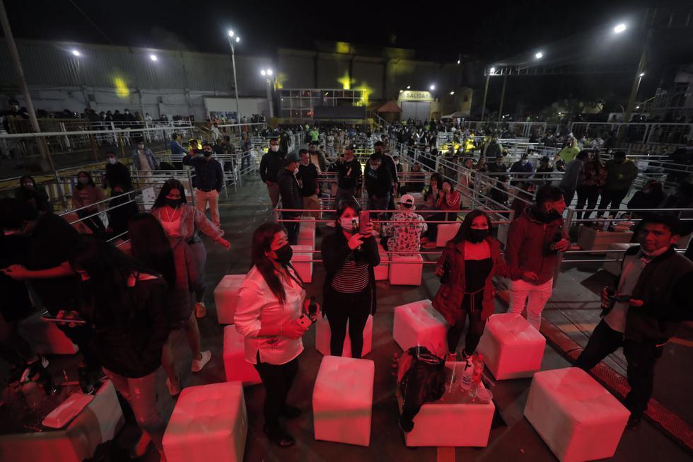 Hoy, sábado 3 de julio, se lleva a cabo el primer concierto presencial en medio de la segunda ola por coronavirus (COVID-19) en el local 'Huaralino Internacional', ubicado en la Av. Naranjal 396, Zona Industrial, en el distrito de Los Olivos. (Foto: Leandro Britto/@photo.gec)