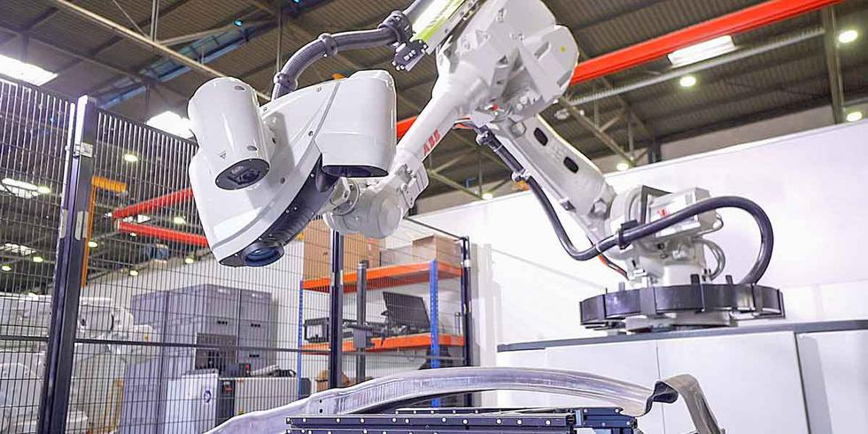 Usan robots para la fabricación de ventiladores mecánicos y mascarillas. (Difusión)