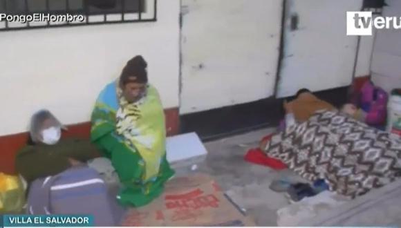 Ciudadanos desalojados de Lomo de Corvina pernoctaron en plena vía pública. (Captura: TVPerú)