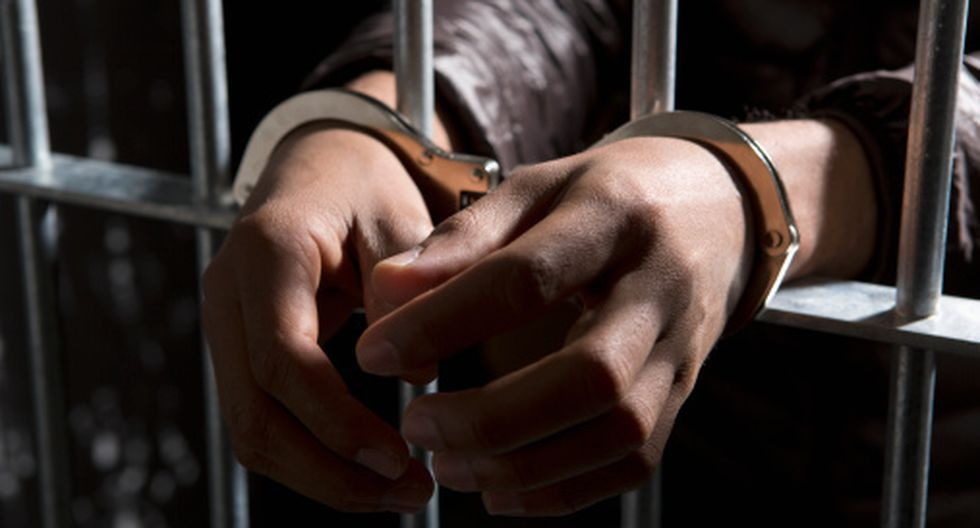 Dictan prisión preventiva para sujeto que golpeó a su madre porque se negó a darle dinero para comprar droga. (Getty)