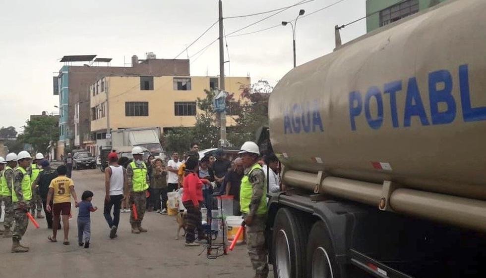 Camiones de cisterna de la Marina de Guerra llegó a San Juan de Lurigancho. (Fotos: Marina de Guerra)