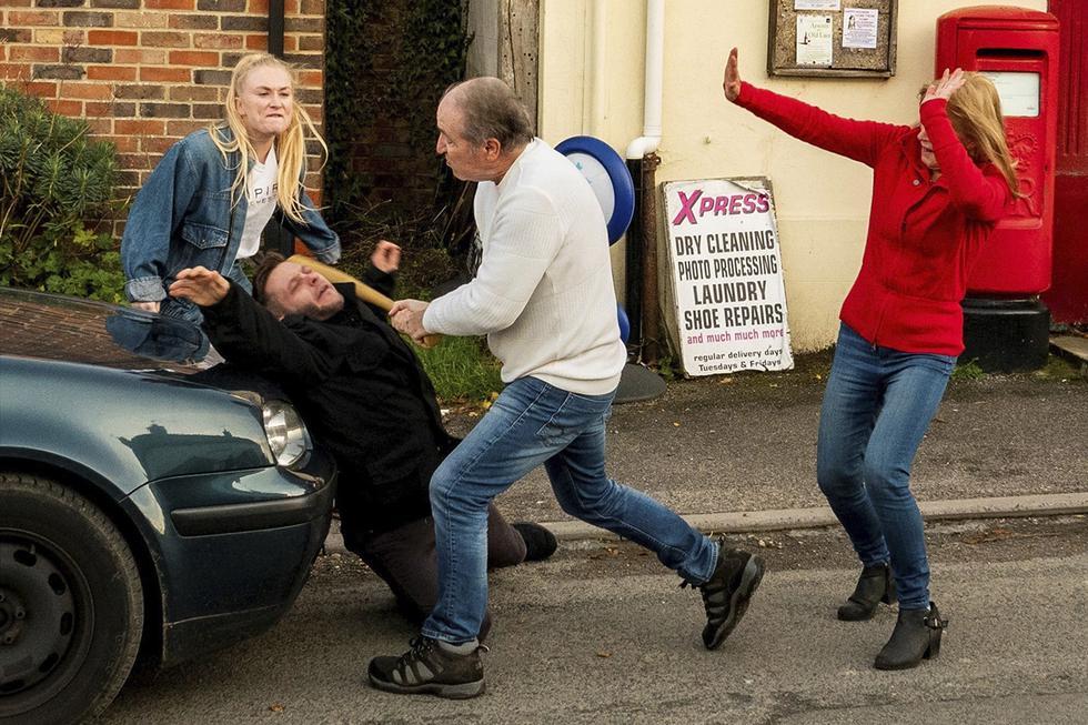 Un hombre sorprendió a un grupo de actores al intentar detenerlos mientras escenificaban el robo de una tienda para una película. (Facebook | Perran Movie)