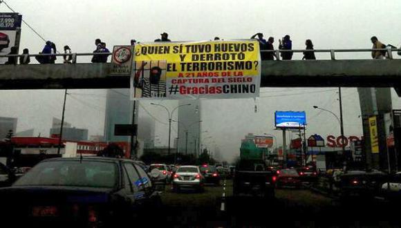 En redes sociales compartieron imágenes de los carteles. (@andresmeza87)