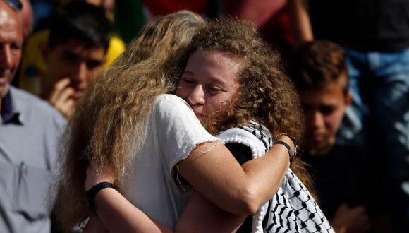 Ahed Tamimi, fue liberada hoy, 21 días antes de cumplir la sentencia de ocho meses con la que fue penada por un tribunal militar israelí en territorio palestino ocupado en Cisjordania.   Foto: AFP