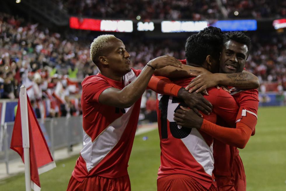 El abrazo de todos los peruanos. (AFP)