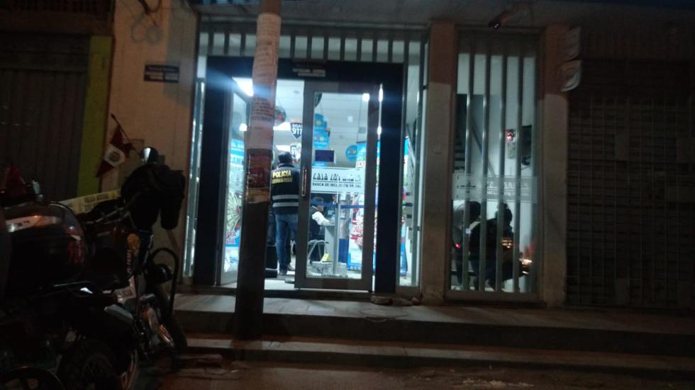 Delincuentes dispararon al vigilante de la entidad financiera en el distrito de Cerro Colorado, (Miguel Idme)