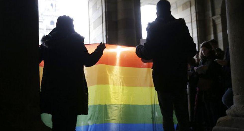 En las últimas semanas cientos de parejas homosexuales en Brasil comenzaron a casarse, unidas por el amor y el miedo de de la administración de Bolsonaro. (Foto: EFE)