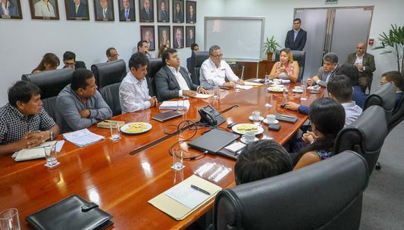Ministra de la Producción, Rocío Barrios, en reunión con dirigentes pesqueros. (Produce)