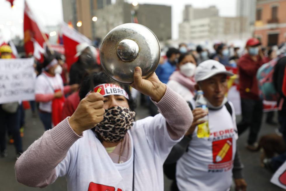 Simpatizantes de Perú Libre se concentraron en la Plaza Dos de Mayo.  (Leandro Britto/GEC)