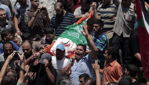 Ejercito israelí reanudó ataques luego de que colapsara el diálogo por la ruptura de la tregua. En consecuencia, más de 18 muertos y 120 heridos. (AP)