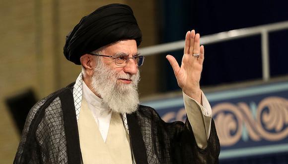 Ali Jamenei, el Guía supremo de Irán, planea seguir reduciendo los compromisos pactados sobre su programa nuclear. (Foto: AFP)