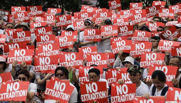 Personas protestan por un proyecto en el Consejo Legislativo que autorizaría las extradiciones hacia países como China continental con los que no existe un acuerdo en este tema.(Foto: AFP)
