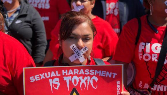 Después de 20 minutos, las manifestantes rompieron el silencio y dijeron no estar dispuestas a permanecer calladas frente al acoso sexual que sufren a diario.   Foto: Twitter / @SamNBCBayArea