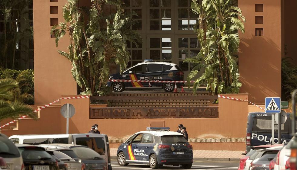 Cientos de personas permanecen aisladas en un hotel en Tenerife, en las Islas Canarias, después de que fue identificado un caso de coronavirus en sus instalaciones hace unas horas. (AP).