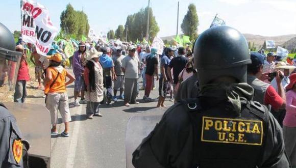 Protestas por Tía María se registraron en la carretera que une Mejía con Mollendo en el Valle de Tambo. (Foto: Andina)