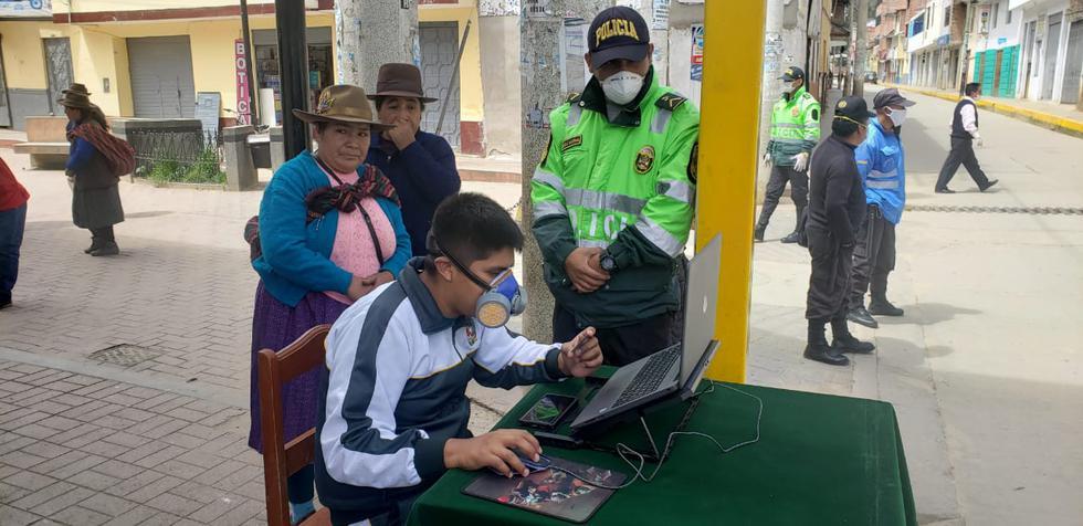 Huánuco. Policías brindan ayuda a beneficiarios de Pensión 65.