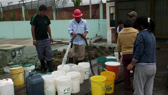 El gerente General de Sedapal, Polo Agüero, instó a los ciudadanos de los 20 distritos afectados por el corte a hacer un buen uso del agua y a no desperdiciarla. (Foto: GEC)