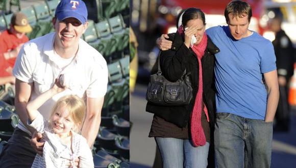 Robbie Parker junto a Emily y en la siguiente imagen junto a su esposa. (AP)