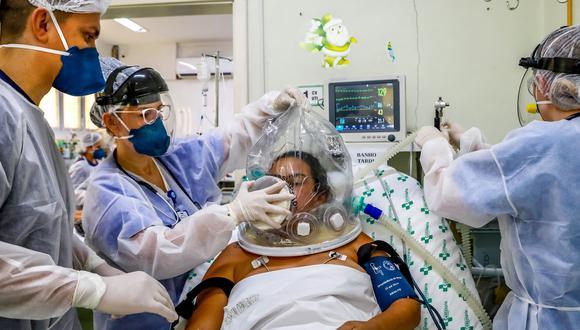 Brasil acumula un total de 17.210.969 casos confirmados de coronavirus. (Foto: SILVIO AVILA / AFP)