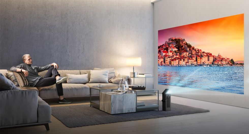 LG HU80KA es el modelo en concreto que consiste en un proyector 4K UHD compatible con HDR10 que nos proyectará una imagen de hasta 150 pulgadas en nuestra pared o techo sin necesidad de alejarlo demasiado.