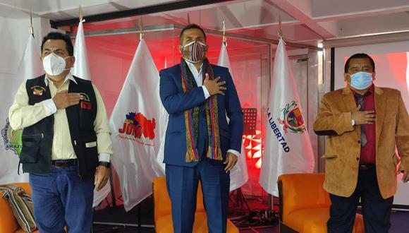 Vallejos (izquierda) y Arce (centro) en evento. (Foto: Facebook)