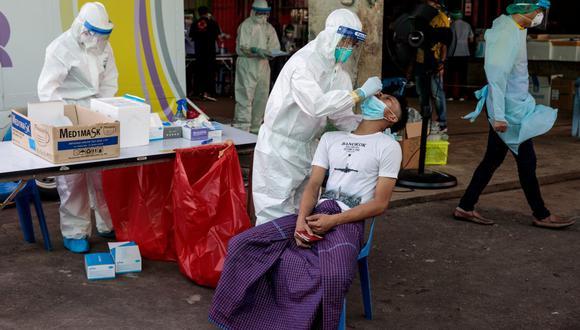 El gobierno controla estrechamente a esos trabajadores, y está dispuesto a decretar nuevas medidas de confinamiento en torno al mercado, e incluso suspender festividades de Año Nuevo. (Foto: JACK TAYLOR / AFP)